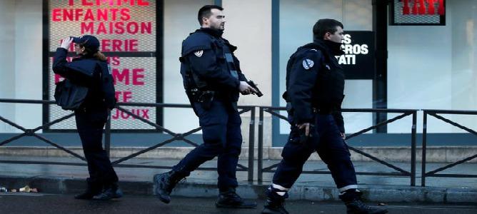 La policía mata a un hombre al entrar con un cuchillo en una comisaría de París
