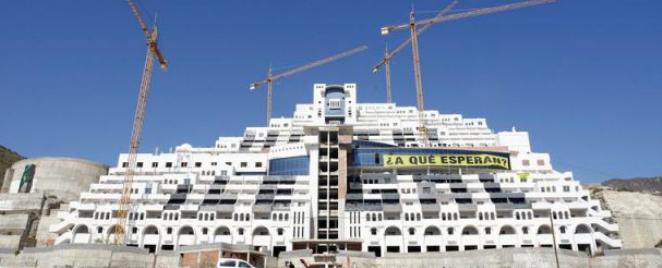 Los contribuyentes pagarán 7 millones por la demolición El Algarrobico