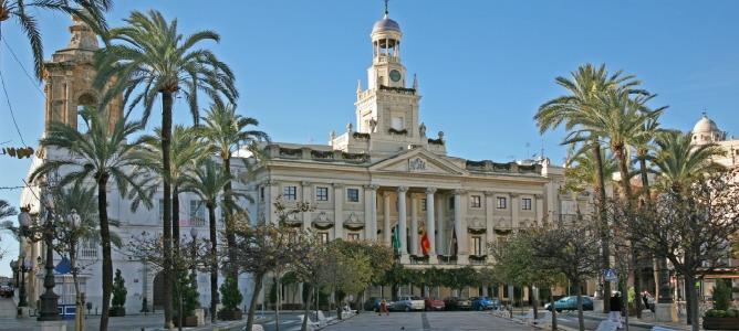 Desalojan el Ayuntamiento de Cádiz por una falsa amenaza de bomba