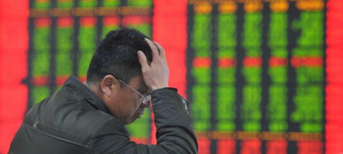 China cierra sus bolsas antes de tiempo por primera vez por caídas del 7%