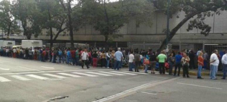 CEPS aconsejó a Maduro repartir alimentos a cambio de apoyos