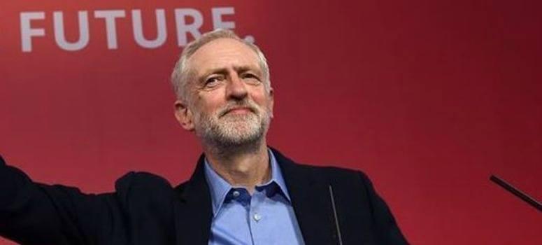 Corbyn pierde la moción de confianza, pero no dimite
