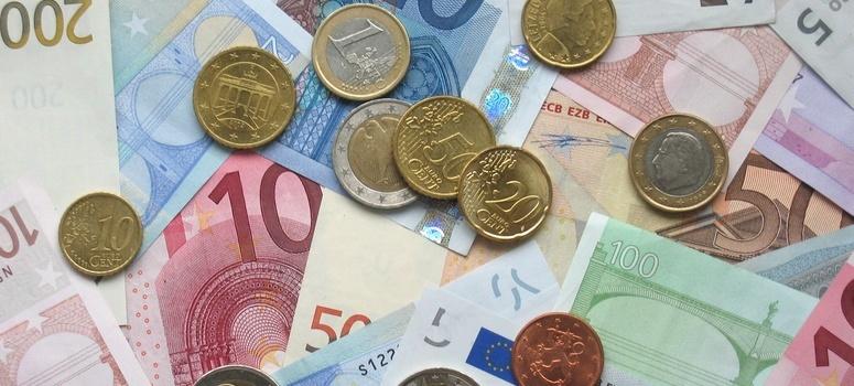 El euro sube a 1,1393 dólares