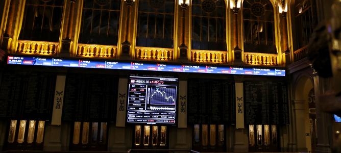 El IBEX supera los 8.700 animado por el precio del petróleo y los datos del PIB