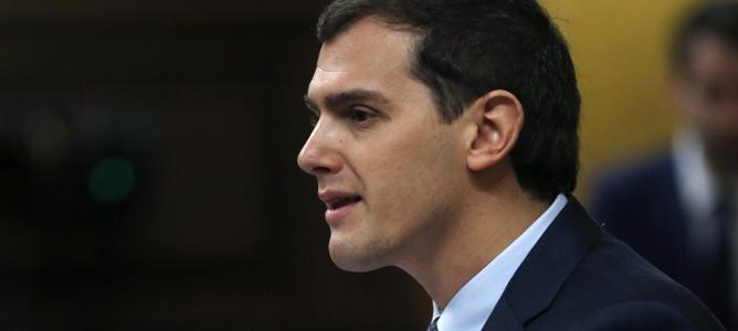 Ciudadanos exige a Sánchez que no hable del referéndum con Puigdemont