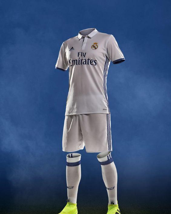 El uniforme del Real Madrid recupera el púrpura a8b7bf21b7cd1