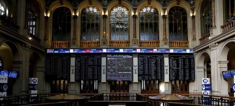 El IBEX 35 cae un 2% por la banca, Repsol y Telefónica
