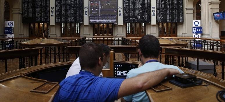 La banca impide al IBEX 35 el asalto a los 8.600 puntos al cierre