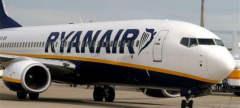Ryanair recluta en España cientos de tripulantes de cabina