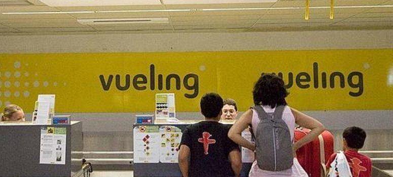 Vueling cancela este lunes 24 vuelos por la huelga de controladores en Francia