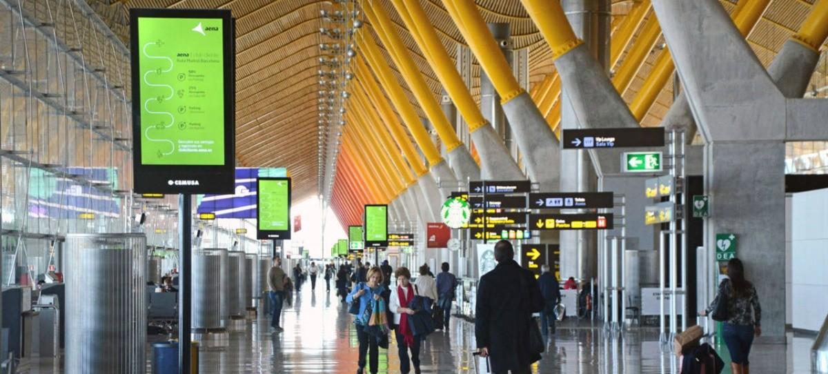8 anglicismos aéreos que deberíamos cambiar al español