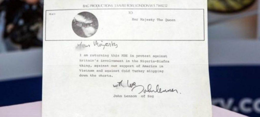 67.000 euros por una carta de John Lennon a Isabel II