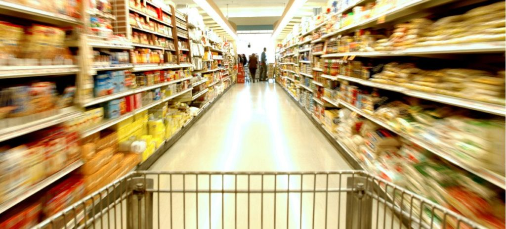 El BoE alerta de una subida disparada de la comida por la caída de la libra