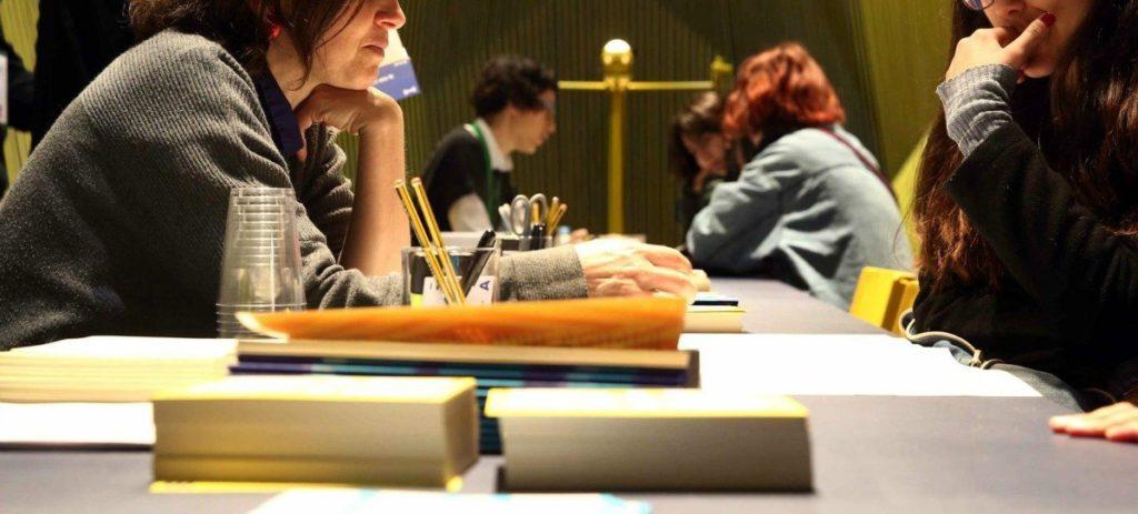 Más de un tercio de los titulados de máster cobra menos de 1.000 euros al mes
