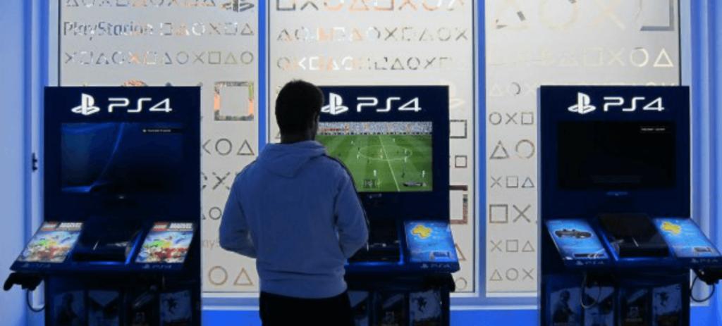 PlayStation y Xbox compiten por el sector de la videoconsolas