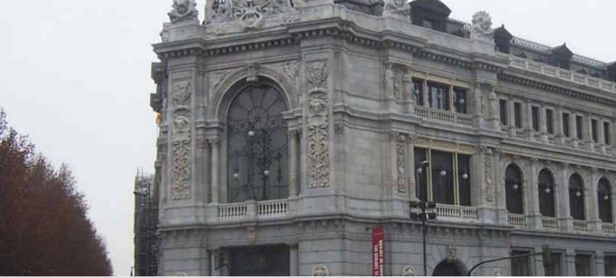 La banca española ajusta plantillas ante el desafío tecnológico y las fusiones