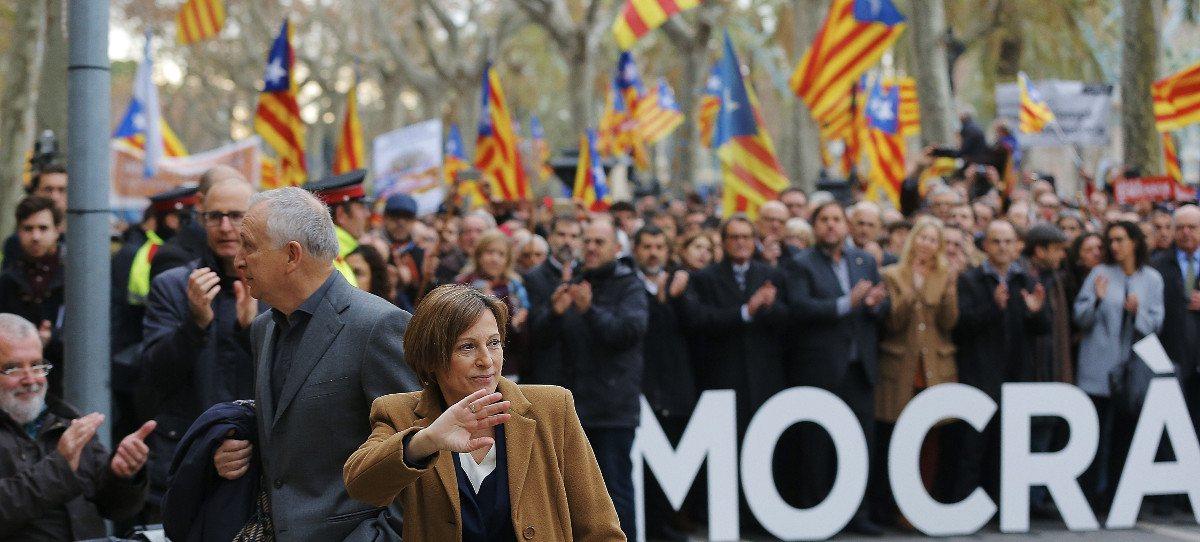 Puigdemont, Junqueras y Podemos arropan a Forcadell