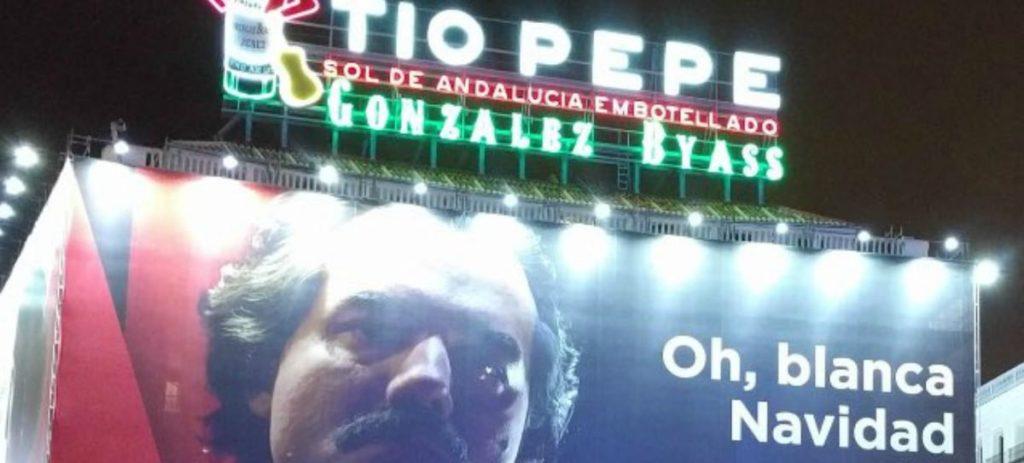 Polémico cartel de Narcos con el que Netflix felicita la Navidad en Madrid
