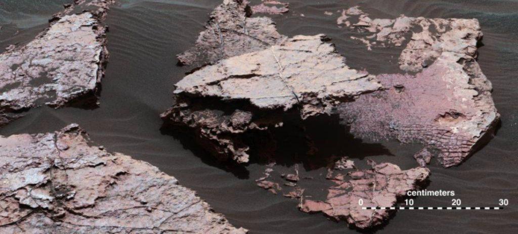 La NASA halla una extraña roca en Marte