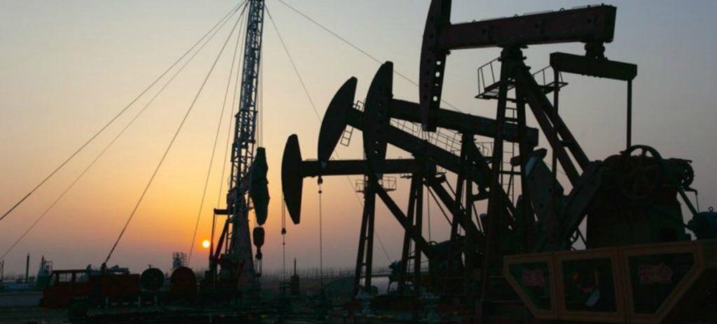 """""""Al petróleo le costará sobrepasar los 50 dólares"""""""