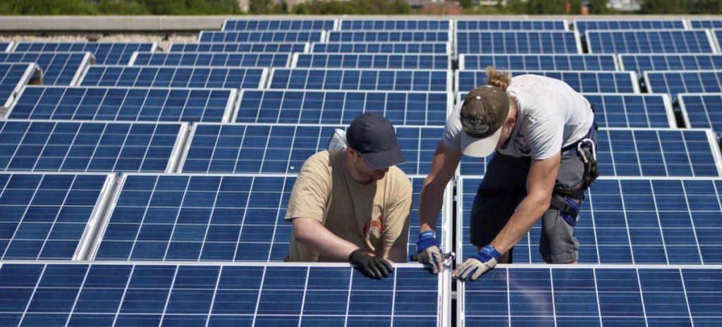 El PP fracasa en el Senado: La rentabilidad de las pequeñas renovables caerá del 7,4% al 4,5%
