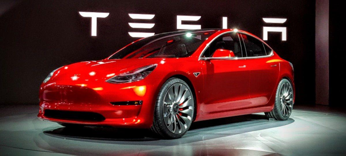 Tesla suspende temporalmente su producción por problemas de suministros