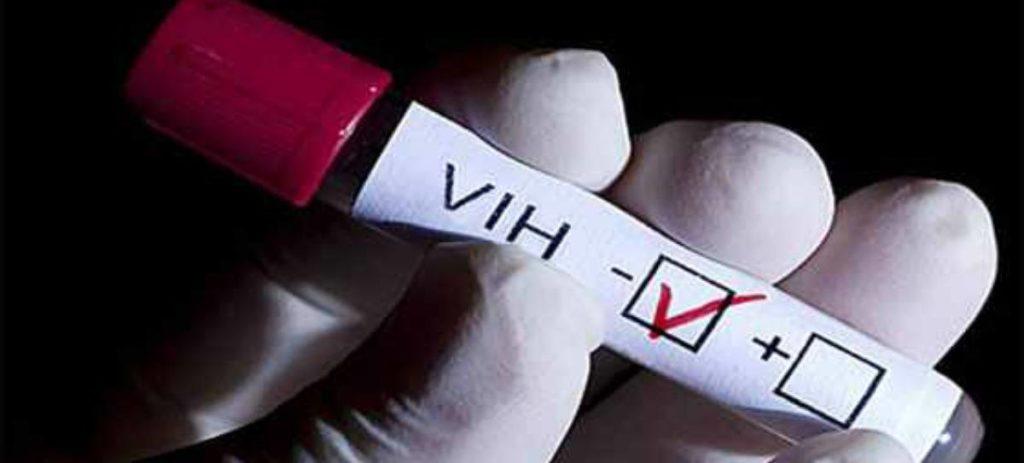 Detectar el VIH en la primera semana ya es posible gracias a un chip diseñado por el CSIC