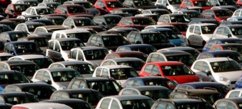 El 60% de los españoles se endeuda para gastar y comprar el coche