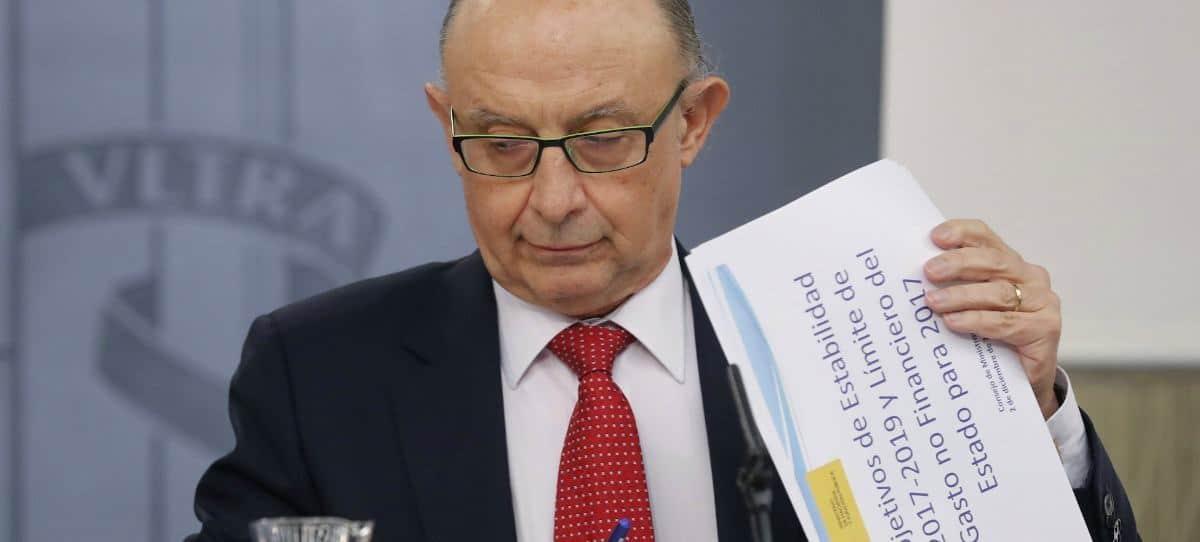 El PP aún justifica la amnistía fiscal, mientras el PSOE pide la cabeza de Montoro