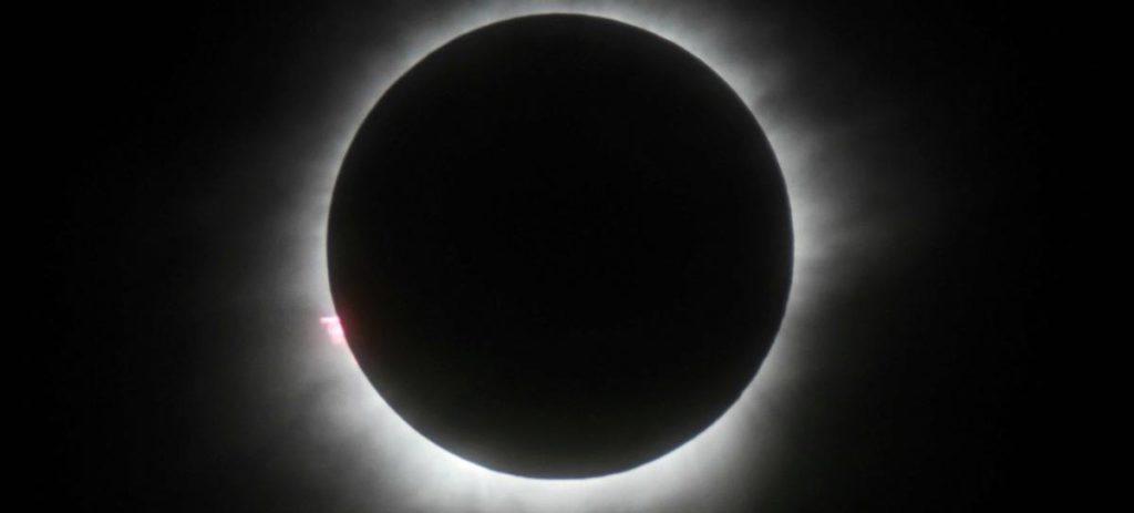 Eclipse lunar y el cometa de año nuevo se verán este viernes 11 de febrero