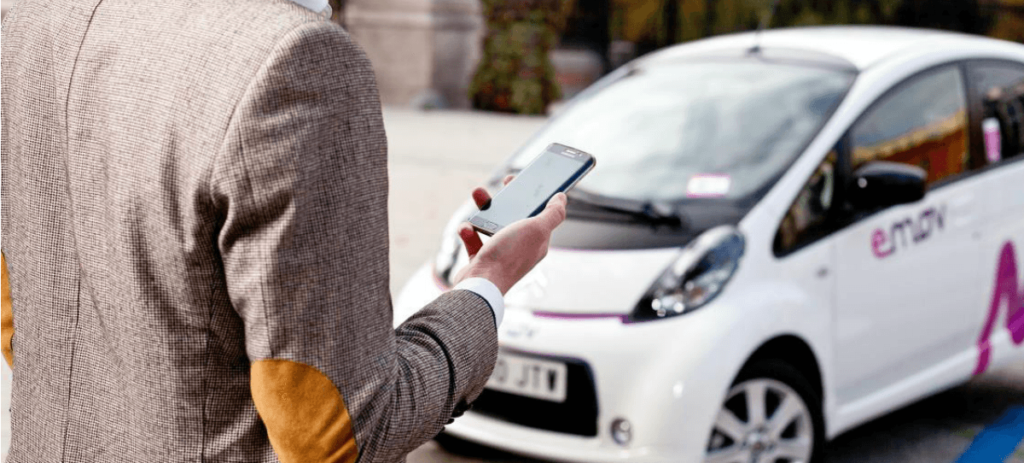 Emov quita la franquicia de hasta 500 euros por daños en sus coches añadiendo un euro al precio