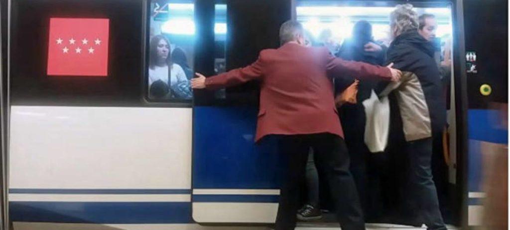 Metro de Madrid usa 'empujadores' en algunas líneas