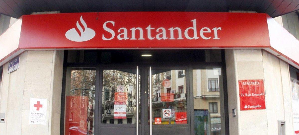El Banco Santander estudiará cobrar por cuentas no operativas si bajan más los tipos