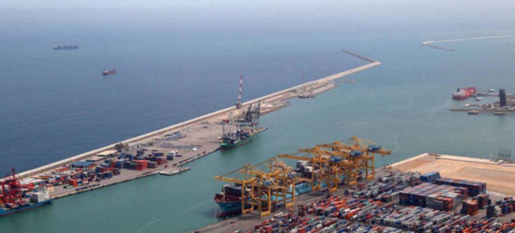 Un barco ruso hunde un pesquero en el puerto de Barcelona