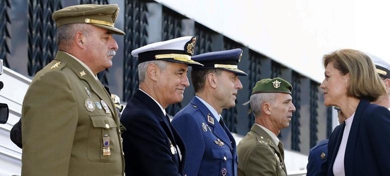El Gobierno reduce en 1.751 los generales, oficiales y suboficiales