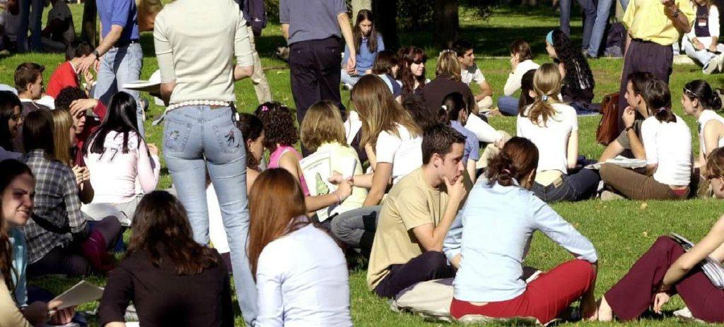 ¿En qué invierten su tiempo los chicos adolescentes? ¿Y las chicas?