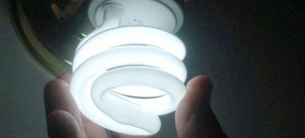 Siete consejos para ahorrar en la factura de la luz con el cambio de hora