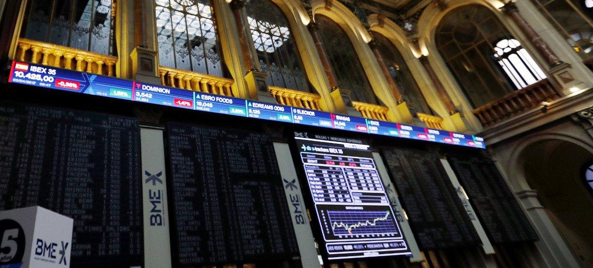 El IBEX 35 pierde el 10.500, con Banco Santander en plano
