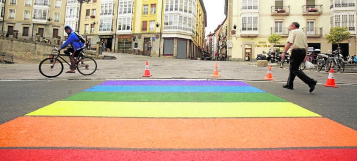 Los pasos de peatones de Carmena para el día del Orgullo Gay son ilegales