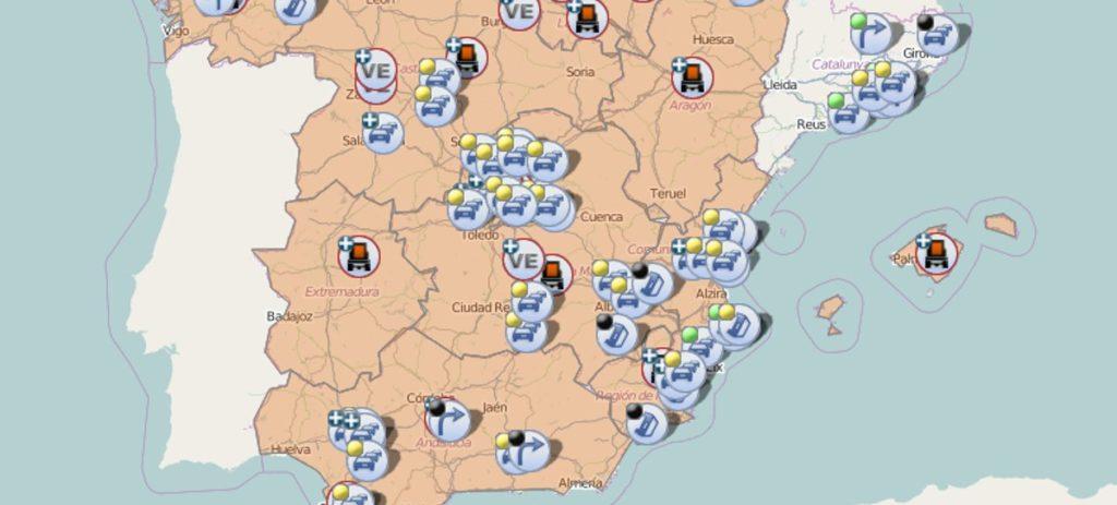 Tráfico en tiempo real: grandes retenciones en las carreteras en Semana Santa