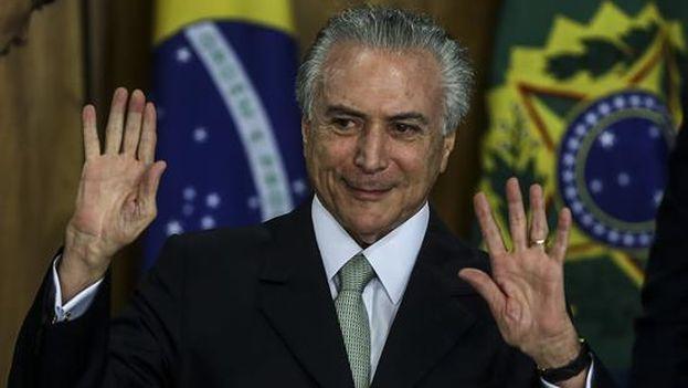 El mercado brasileño se hunde por los escándalos políticos.