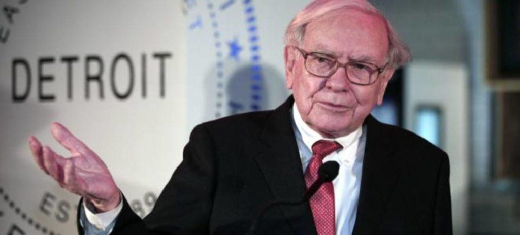 Buffet gana 29.000 millones con la reforma de Trump y calla sus críticas