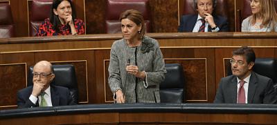 Zasca de Cospedal al diputado podemita Bustinduy que se cree en el café de la 'uni'
