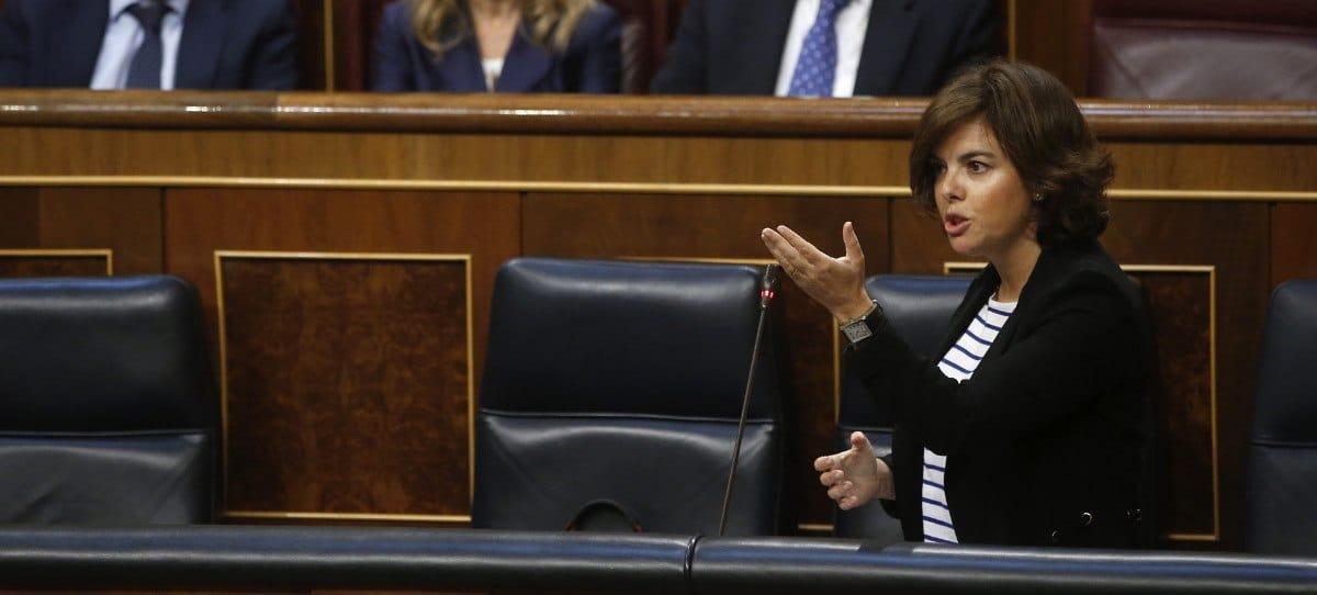Los 6 zascas en un minuto de Sáenz de Santamaría a Podemos