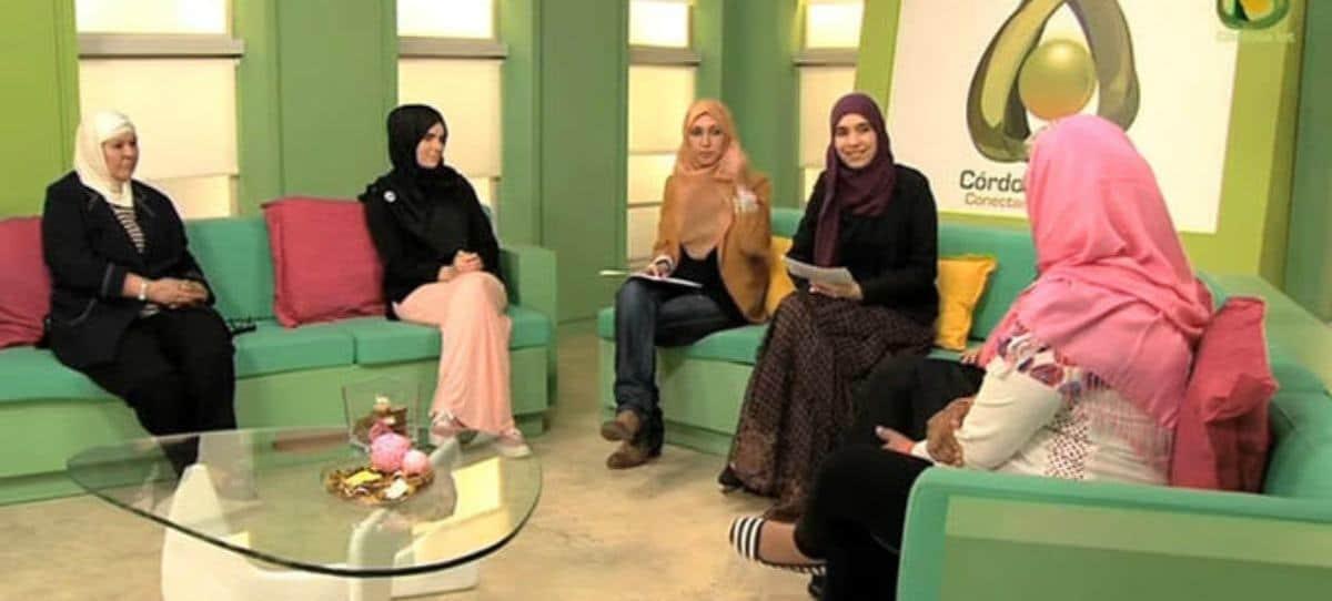 """Córdoba TV prohíbe """"escotes pronunciados, faldas por encima de las rodillas y pantalones ajustados"""""""