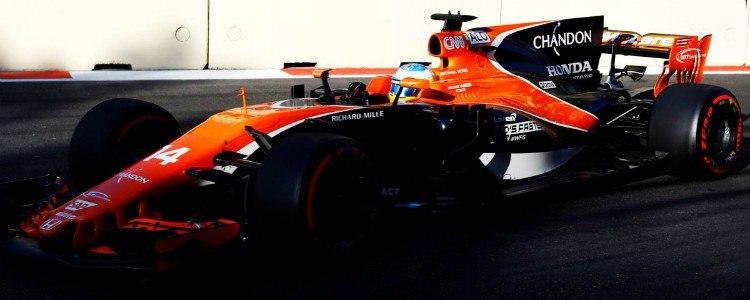 Fernando Alonso y Sainz, noveno y octavo, cumplen en el Gran Premio de Azerbaiyán