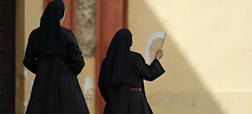 Un joven le rompe la nariz a una religiosa al grito de 'por monja'