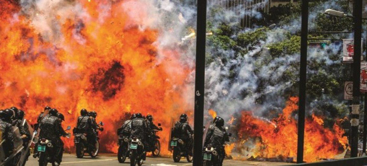 Maduro, hacia la dictadura con 16 muertos en un domingo sangriento