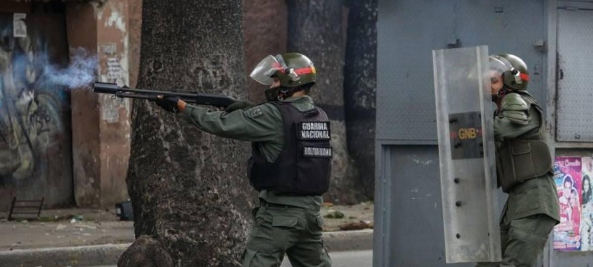 Cuatro muertos y más de 300 detenidos en la huelga general de Venezuela