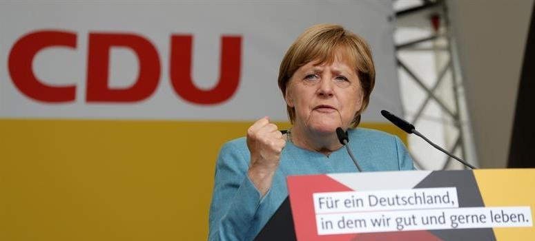 Merkel insta a Mercedes, BMW y Volkswagen a resarcir a los afectados